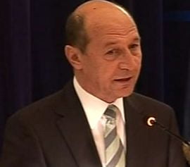 Basescu se intalneste cu Boc, Nica si Pogea ca sa discute despre politisti