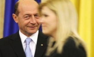 Basescu se scufunda cu Udrea de gat (Opinii)