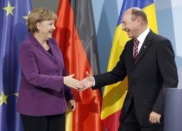 Basescu si Merkel, impreuna la summit-ul PPE