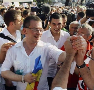 Basescu si Mihai Razvan Ungureanu participa la mitingul de la Iasi