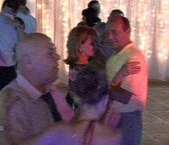 Basescu si-a scos sambata seara sotia la dans si a nimerit la o nunta