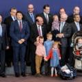 Basescu si nepotii lui Rompuy, in centrul fotografiei de final a summitului Consiliului European (Foto)