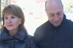 Basescu si sotia au ajuns la Predeal pentru Revelion. Ce le-a zis jurnalistilor