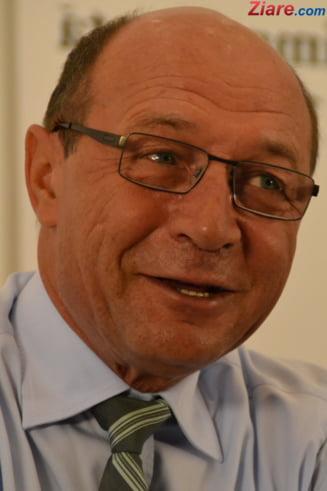 Basescu spune ca Dacian Ciolos e cea mai buna solutie de premier si nu vrea anticipate