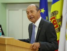 Basescu spune ca nu va vota cu Barna sau PSD la prezidentiale, dar nu exclude sa-l voteze pe Iohannis