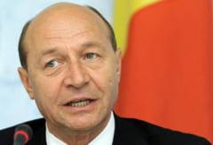 Basescu spune ca va relua discutiile cu partidele pentru revizuirea Constitutiei