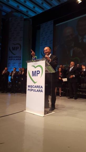 """Basescu stie ce vrea """"strada"""": 8 directive pentru a evita aruncarea tarii in anarhie"""