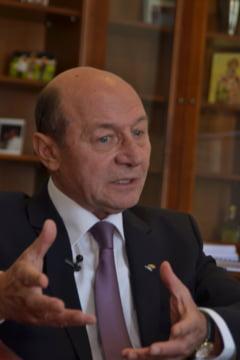 Basescu va anunta in ultima clipa daca va candida la europarlamentare
