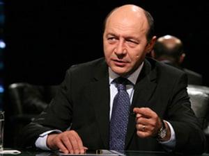 Basescu vrea comasare cu regionalizare si uninominal pur: N-or fi toti prosti