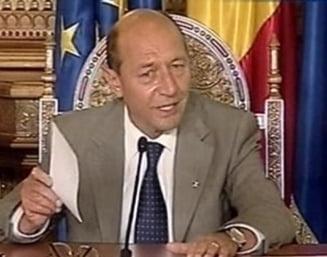 Basescu vrea sa negocieze in Parlament cuplarea alegerilor