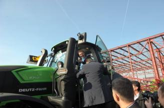Basescu vrea sa-si cultive singur terenul de la Nana: A mers sa caute utilaje agricole (Foto)