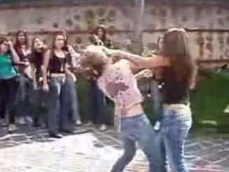 Bataie intre fete la o scoala din Vaslui: Filmul a fost postat pe Internet