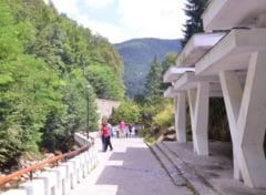 Bataie pe trei izvoare minerale scoase la licitatie in Slanic Moldova