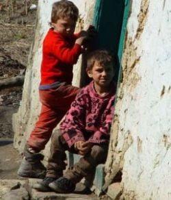 Batrani, copii ai strazii, saracie - Romania vazuta intr-un documentar italian