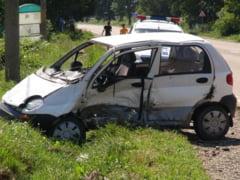Baut la volan, a cazut cu masina in albia unui parau