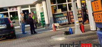 """Bebelus aruncat in tomberonul toaletei unei benzinarii din orasul Satu Mare. Politia: """"Se pare ca femeia ar fi nascut chiar acolo"""""""