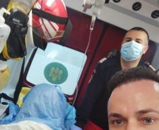 Bebelus nascut in autospeciala SMURD, in curtea unui spital din Arad