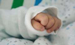 Bebelusi infectati cu E.coli: Un copil externat de la Marie Curie s-a intors la spital cu febra si varsaturi