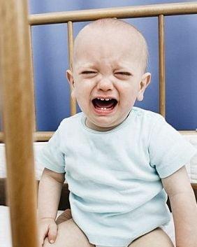 Bebelusii plangaciosi pot distruge una din trei casnicii