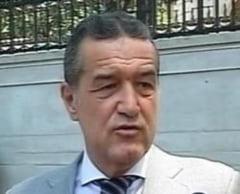 Becali: Basescu sa isi ia javrele, sa nu mai latre aiurea in tramvai!