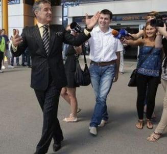 Becali, oprit de politisti pe aeroport - Voia sa fuga din tara (Video)