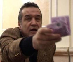 Becali a cumparat bunavointa unui fan cu 100 de euro