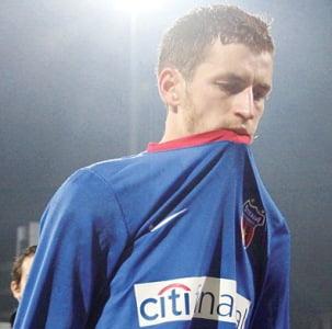 Becali l-a desfiintat pe Lovin: Abia stie sa mearga pe strada si vrea la Steaua?