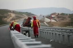 Bechtel da afara peste 800 de angajati care lucreaza la Autostrada Transilvania
