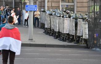 Belarus: Politia a folosit tunuri cu apa pentru a dispersa un protest de la Minsk la care participa mii de persoane