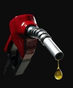 Benzina a sarit din nou de 6 lei