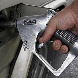 Benzina s-a scumpit cu 77 de bani in 2009
