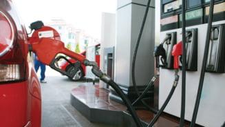 Benzina s-a scumpit deja, chiar daca acciza de 7 eurocenti a fost amanata