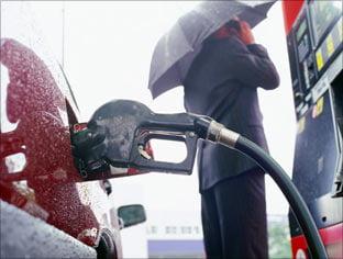 Benzina s-a scumpit in Romania cu 24,4% in 2010