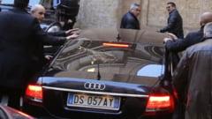 Berlusconi, atacat cu oua si huiduit - cu ce a mai gresit fostul premier