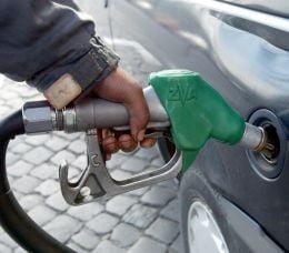 Bezina se scumpeste in Romania, desi petrolul se ieftineste in lume