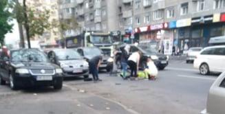 Biciclist, LOVIT in plin de o masina in Cluj-Napoca. Barbatul a ajuns la spital. FOTO