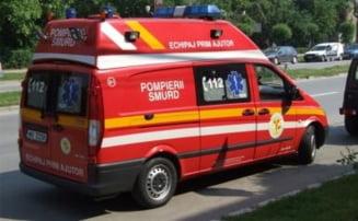 Biciclist transportat la spital, dupa ce a fost acrosat de o masina, in Bistrita