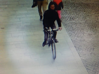 Biciclistul care a fugit dupa ce a accidentat o fetita de 2 ani in centrul Sibiului s-a predat politistilor