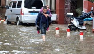 Bilanţul victimelor inundaţiilor din China centrală se triplează și ajunge la peste 300 de morţi