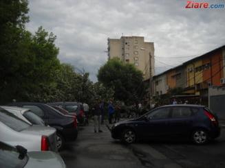 Bilantul furtunii din Bucuresti: Aproape 150 de copaci s-au prabusit, 80 de masini avariate UPDATE