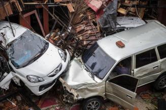 Bilantul tsunamiului din Indonezia a crescut la 281 de morti. Expertii se asteapta la alt val nimicitor