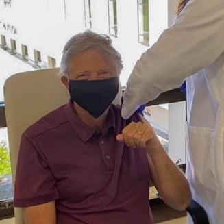 """Bill Gates a anuntat ca a primit prima doza de ser anti-COVID: """"Unul dintre beneficiile faptului ca am 65 de ani este ca sunt eligibil pentru vaccinare"""""""