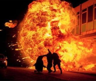 Binecuvantare exploziva. Un preot a confundat aghiazma cu benzina. Sase oameni morti