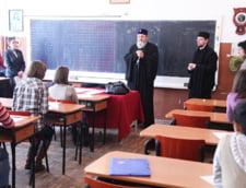 Biserica, mai rau ca securitatea: profesorii de religie gorjeni, pusi sa spinoneze familiile neortodoxe