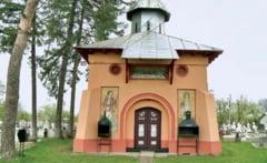 Biserici vopsite in culori de partid