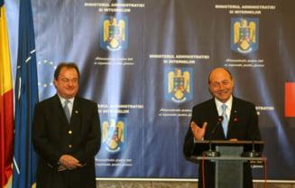 Blaga: Ne consultam cu Traian Basescu in legatura cu problemele guvernarii
