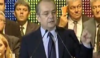 "Boc: Nu votam Guvernul ""penal"" Ponta, interesat doar de ""ciolane"""