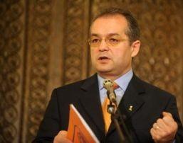 Boc: Pensionarii statului pot primi doua venituri daca renunta la cartea de munca