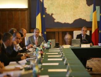 Boc, Pogea si Sarbu discuta salarizarea unica a bugetarilor