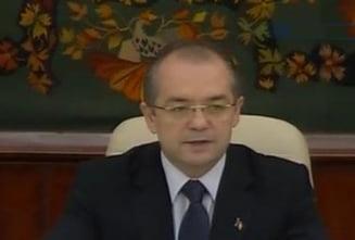 Boc: Salariul minim va fi 600 lei, pensia sociala minima - 350 lei (Video)